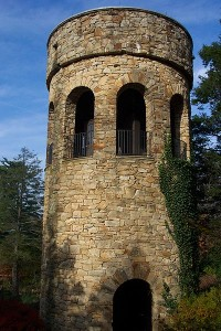longwood-garden-chime-tower-credit-wikicommons-posted-mhlivingnews-com-kenneth-square-pa-usa-