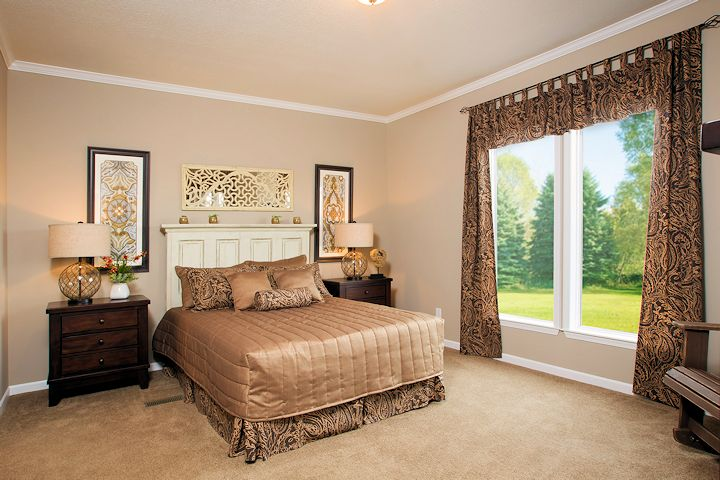 the-greenwich_southern-energy--posted-manufactured-home-living-news-206_master-bedroom_0323-1