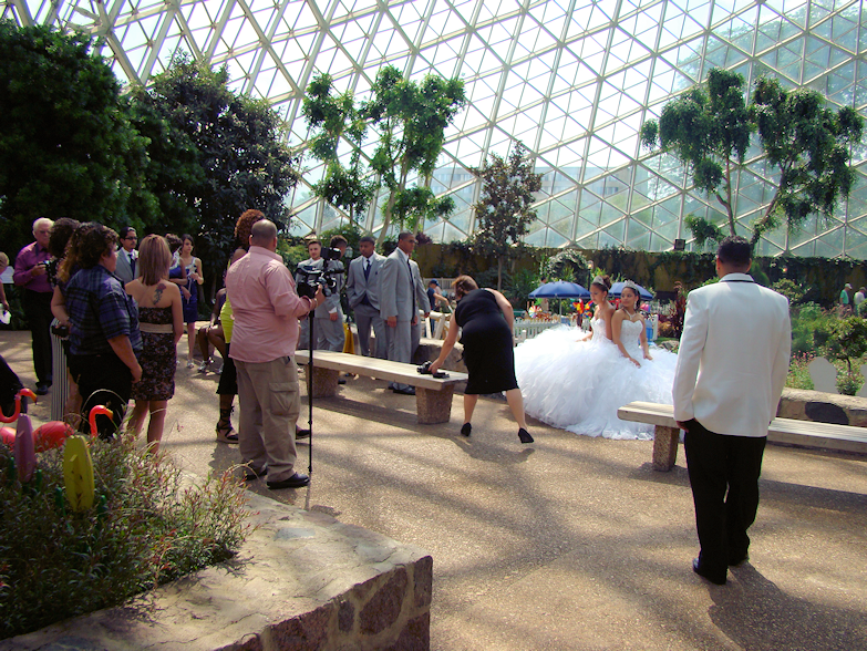 wedding-party-show-dome-milwaukee-wi-usa-destination-manufactured-home-living-news