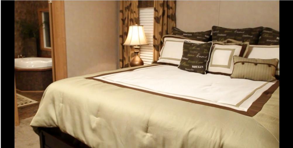 8-master-bedroom2-kabco-tunica-show-32x70-manufactured-home-living-news-com-