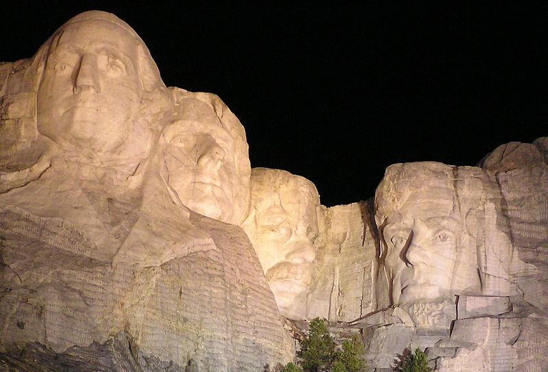 mount-rushmore-night-south-dakota-credit-wikicommons-us-destination-manufactured-home-living-news-