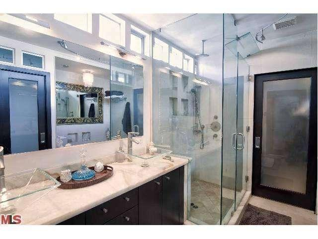 11master-bath-29500-heathercliff-rd-#189-malibu-ca-90265-point-dume-club-betsy-russell-manufactured-home-liv