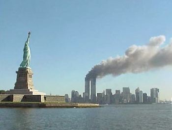 9-11_statue_of_liberty_and_wtc_fire-wikicommons-posted-mhlivingnews-com-