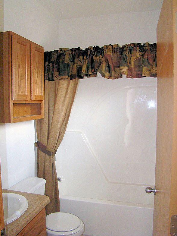 5-guest-bath-8-ironwood-justice-il-sterling-estates-mhliving-news-com-
