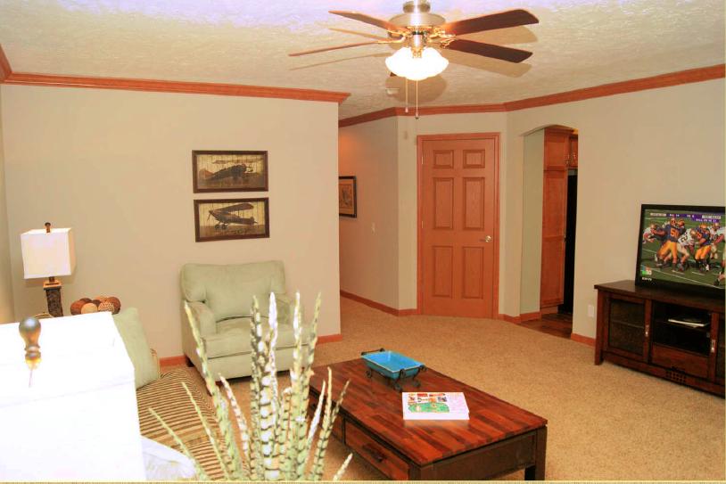 7-livingroom3-rv-mh-hall-fame-fairmont-display-model-manufactured-home-living-news-elkhart-indiana-us-destination-