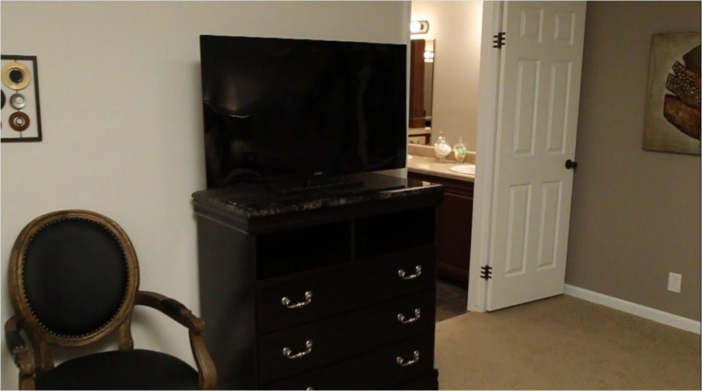 9-tv-dresser-chair-master-bedroom--tunica_kabco_10thanniversary_as-00-332x72