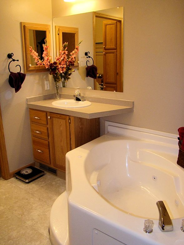 4-master-bath-439-4th-glenview-il-sunset-village-