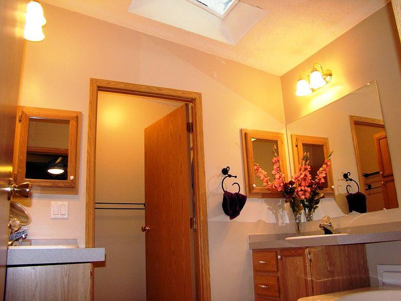 5-master-bath2-439-4th-glenview-il-sunset-village-