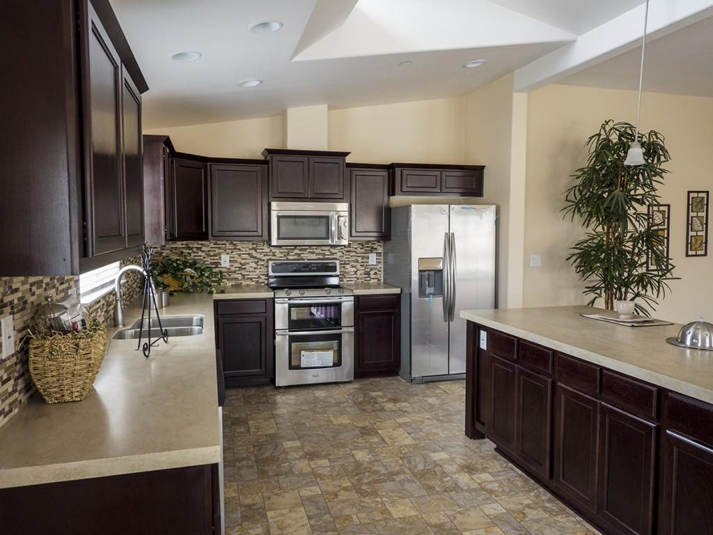 1bsilvercrest_bradford_kitchen3-manufacturedhomes-com-posted-manufacturedhomelivingnews-com