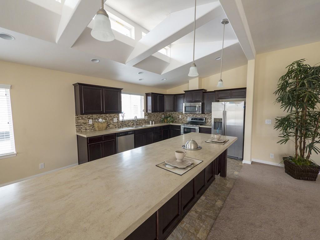 1silvercrest_bradford-kitchen_2-credit-manufacturedhomes-com-posted-manufacturedhomelivingnews-com