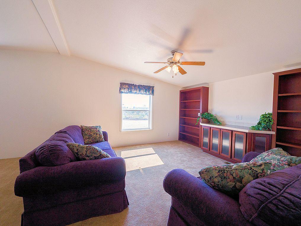 2-avalanche-201-livingroom-credit-jason-manufacturedhomes-manufacturedhomelivingnews-com-l2