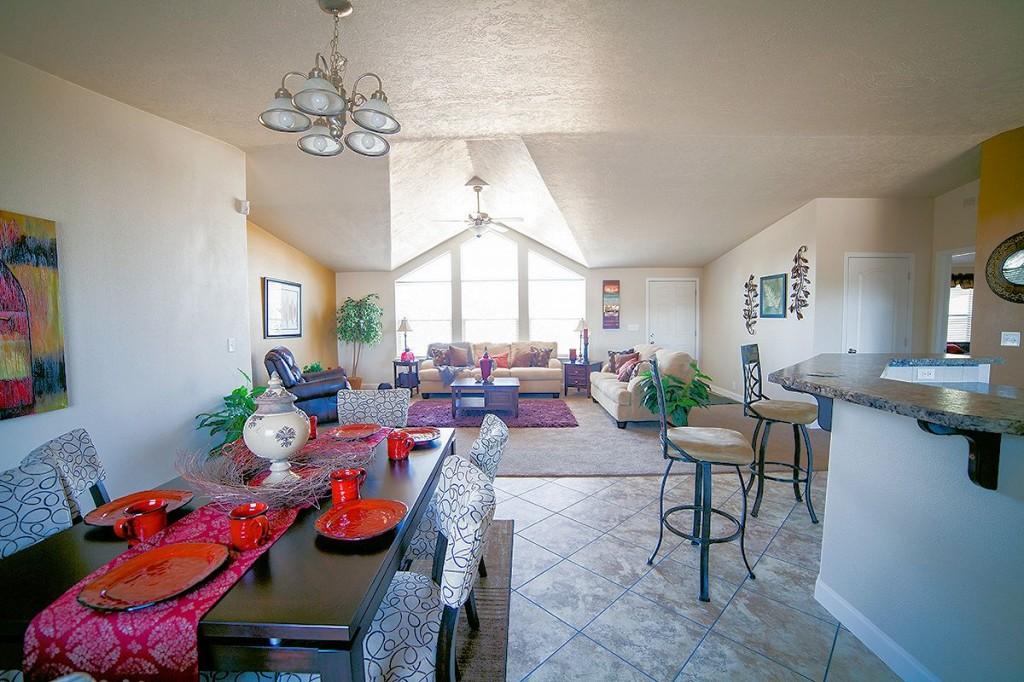 1-kit-homebuilders- west-model-pinehurst-2506-dining-liv-manufactured-home-living-news-com-