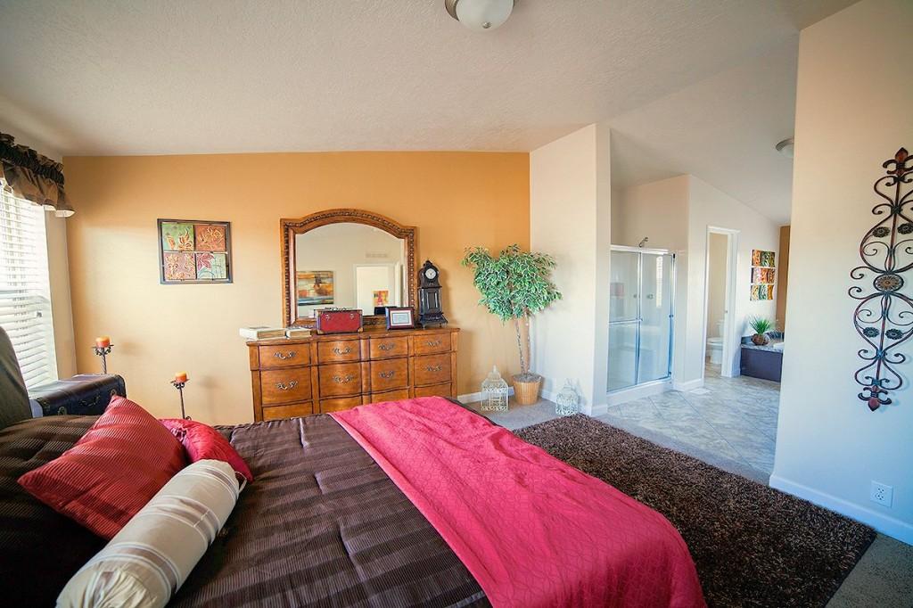 4-kit-homebuilders- west-model-pinehurst-2506-masterbedroom-manufactured-home-living-news-com-
