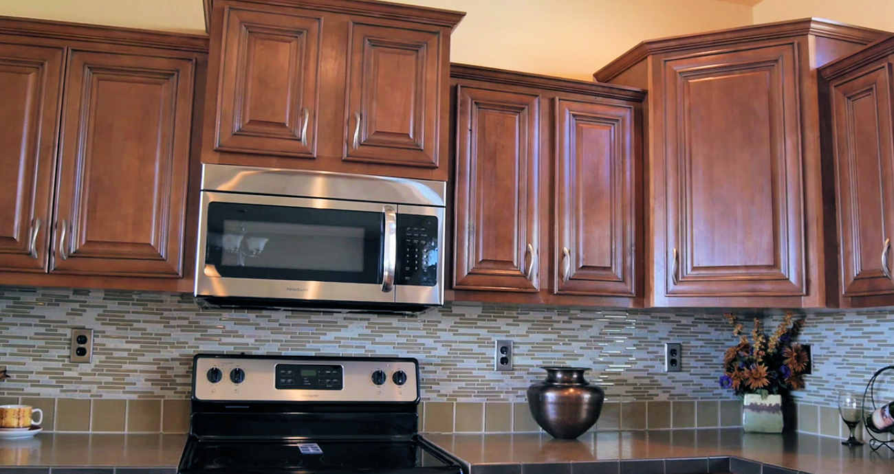 1a-magnolia-213-platinum-kitchen-cabinets_magnolia-213-platinum-living-room--credit-manufacturedhomes-com-manufacturedhomelivingnews-com-