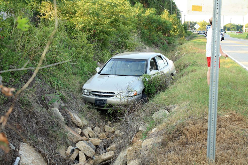 car-in-ditch-credit=dothan-eye-news-posted-mhlivingnews-com