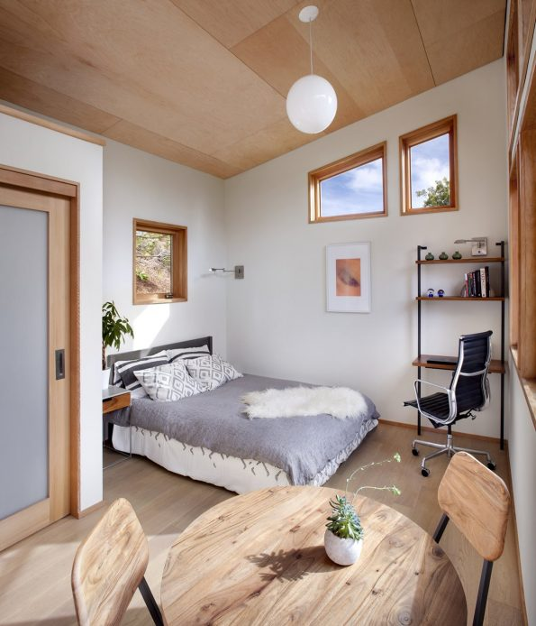 bedroom-high-ceilings-make-look-larger-AvavaHomesCreditBusinessInsider-postedMHLivingNews-